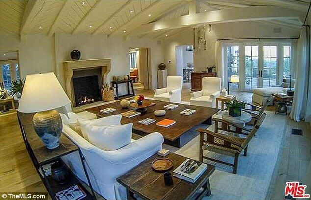 Eva Longoria Purchased Hollywood Hills Mansion from Tom Cruise for $11.4m