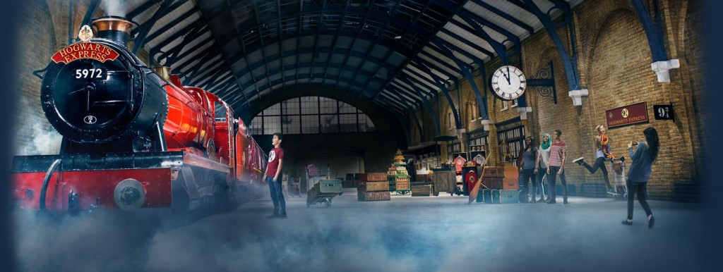 Harry Potter Fans Are invited for Christmas Dinner at Hogwarts' Great Hall