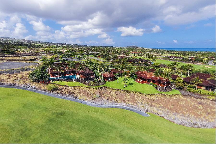 Starbucks CEO Howard Schultz Buys Vacation Home in Hawaii