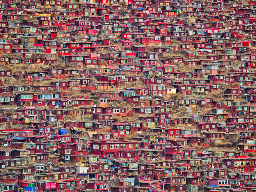 Larung Gar by Christian Lindgr