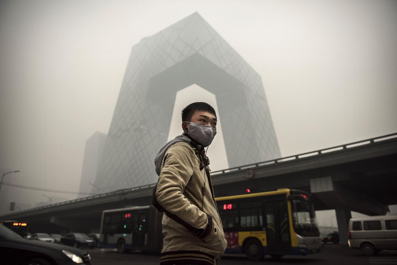 A Canadian Company is Selling Bottled Air to China smog polution
