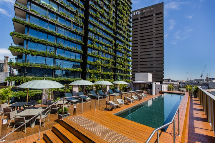 EN4A1955_NikkiTo Rooftop Pool and Bar – wide deck