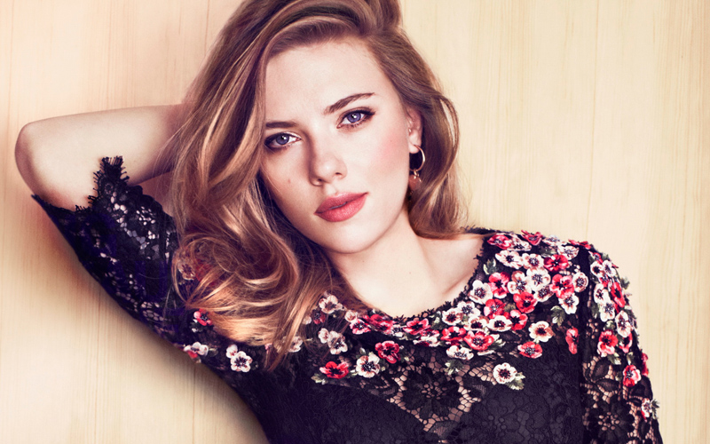 10 Female Celebs We'd Pay Millions To Have A Date With - Scarlett Johansson