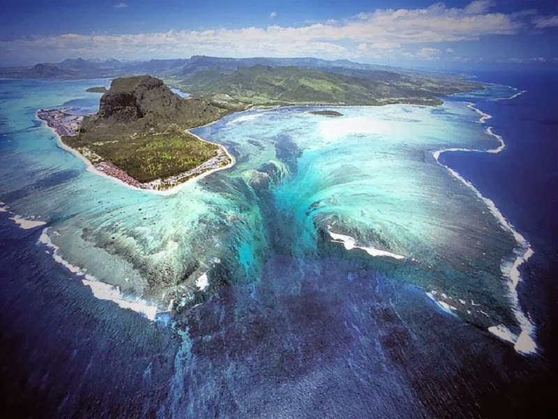 Wonderful Places You Didn't Know Existed - Underwater Waterfall Illusion, Mauritius Island