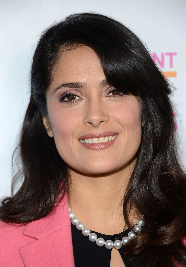 Most Expensive Jewelry Brands| Salma Hayek wearing a pearl necklace by Mikimoto at Independent Spirit Awards