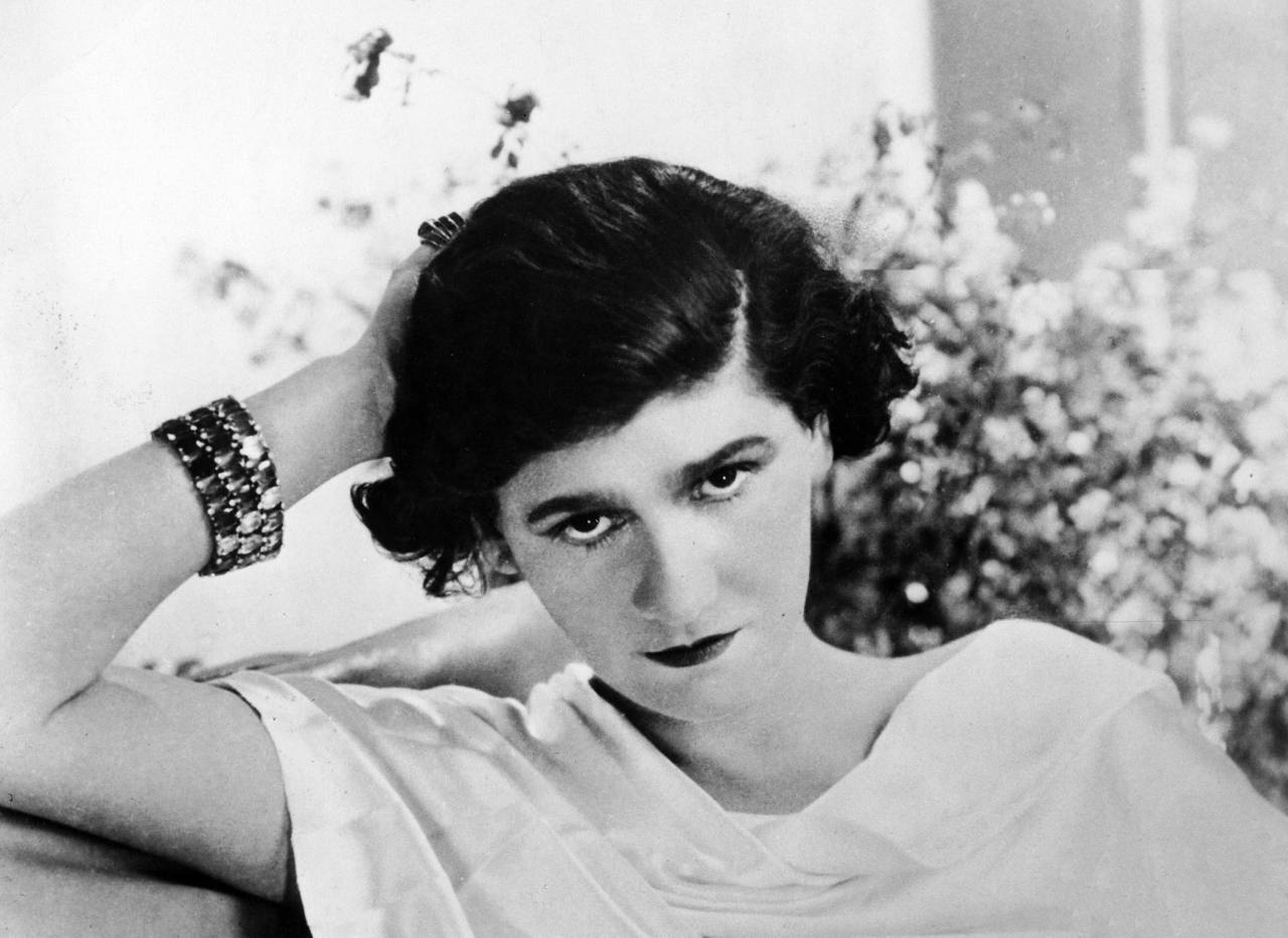 15 Things You Didn't Know About Coco Chanel| Chanel in 1920 | The beauty of the devil with lots of hair, a very low forehead, strong eyebrows - Karl Lagerfeld