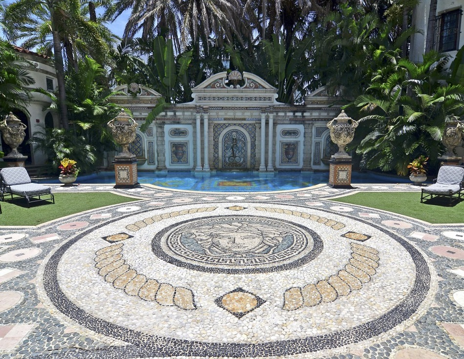 15 Things You Didn't Know About Gianni Versace |Casa Casuarina's pool