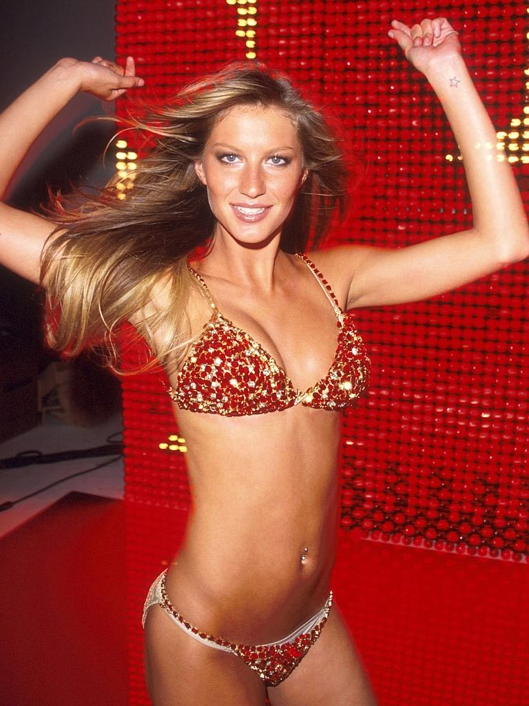 15 Things You Didn't Know About Victoria's Secret | Gisele wearing the $15 million Fantasy Bra in 2000