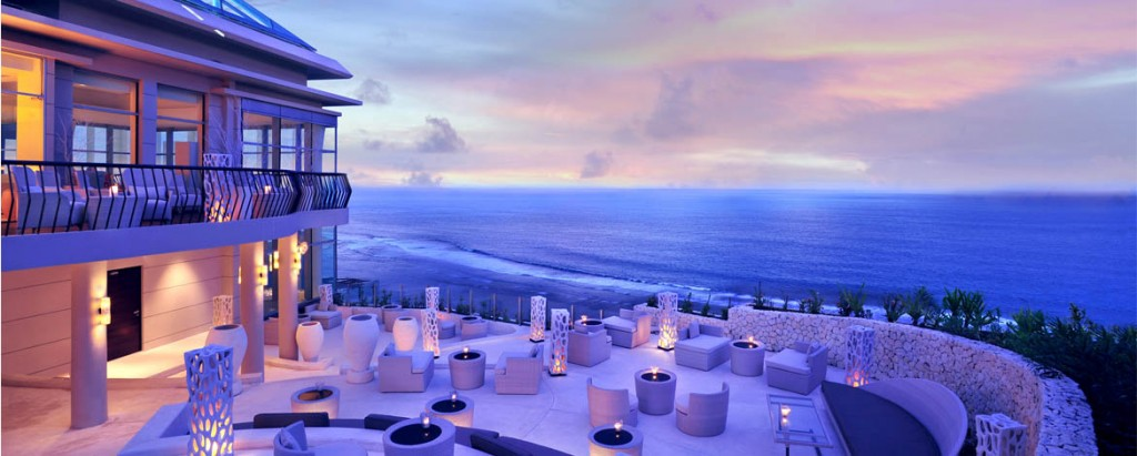 Eat with your eyes as you gazed over the ocean.