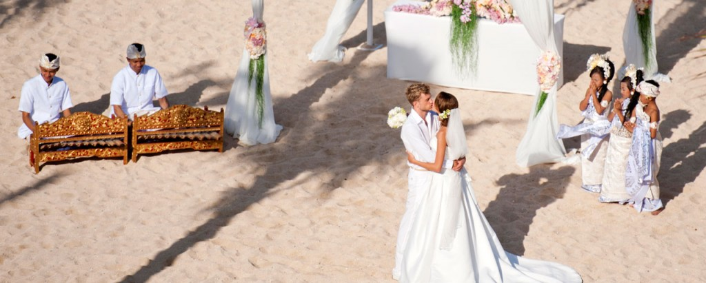 Throw your luxurious wedding party in Bali!