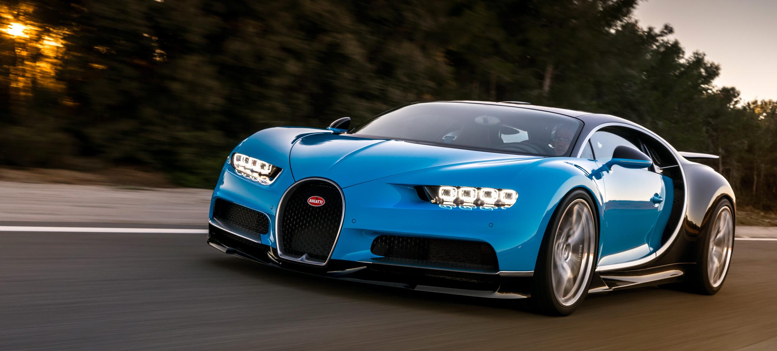 10 Things You Must Know About The New Bugatti Chiron | Bugatti Chiron in motion - Front view