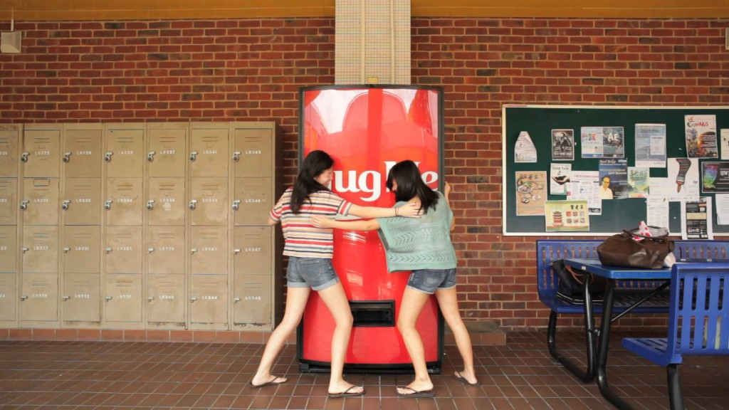15 Things You Didn't Know About Singapore - HugeMe Coke Machine