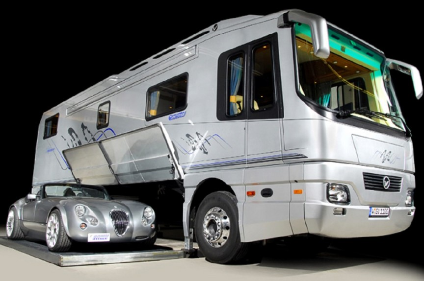 Top 10 Luxury Buses In The World | The Vantare Platinum Plus by Featherlite Luxury Coaches