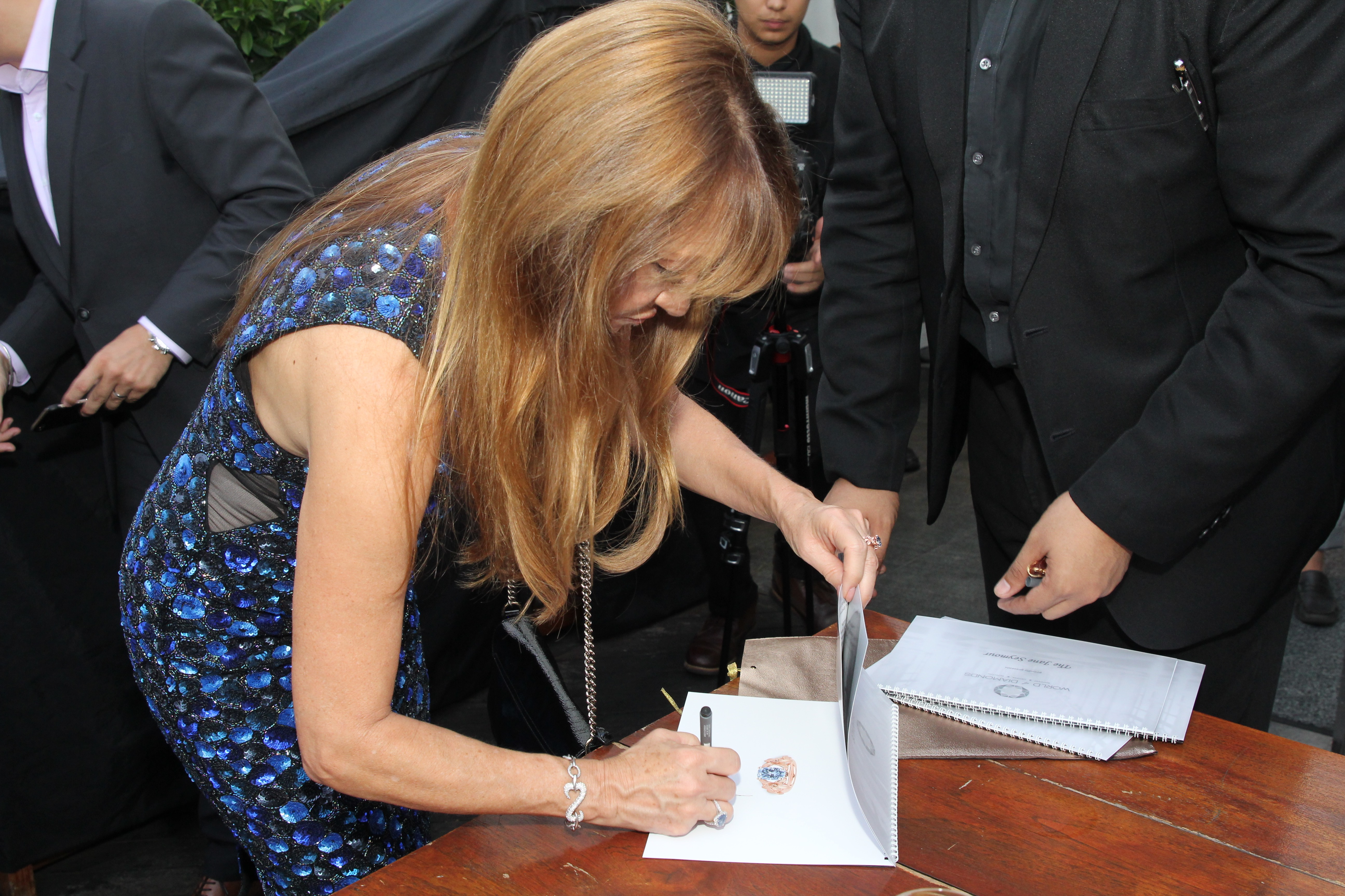 Jane Seymour endorsing the catalogue – The Jane Seymour