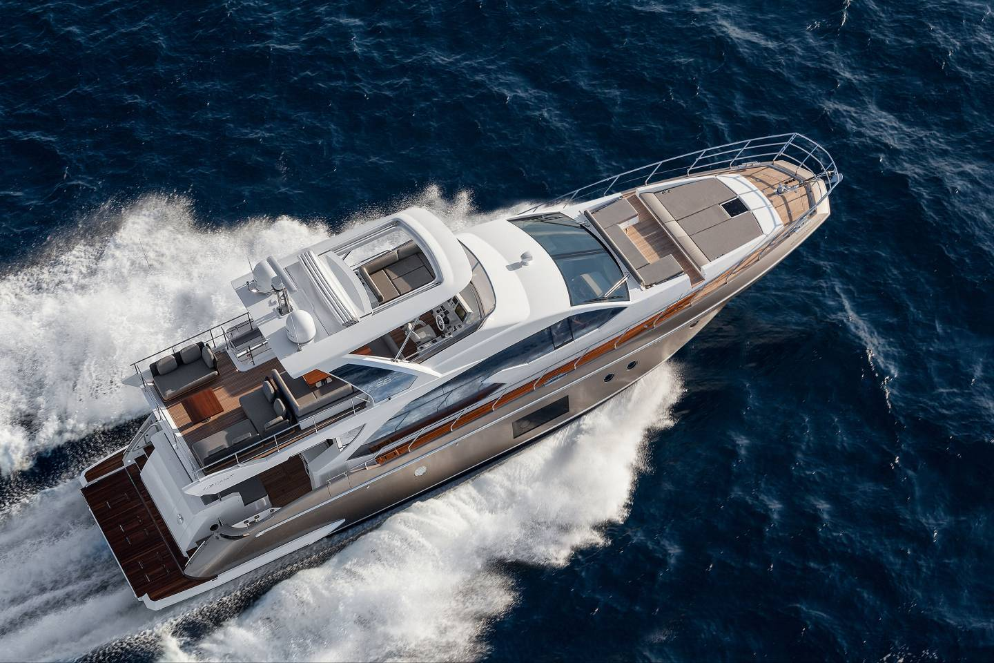 Azimut 66 Flybridge | Image source: azimutyachts.com