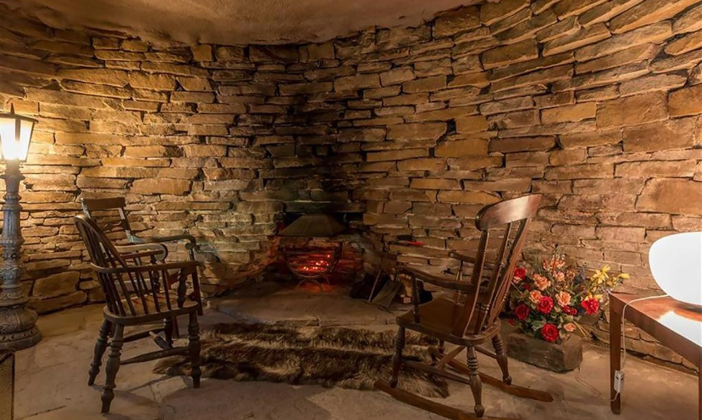 Luxury Hobbit House - Fireplace Room