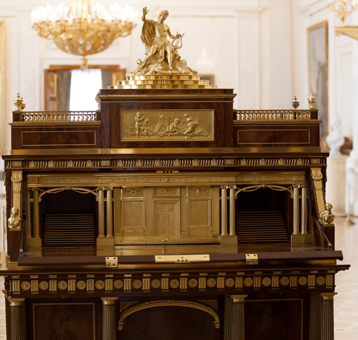 Roentgen furniture - The Apollo Bureau