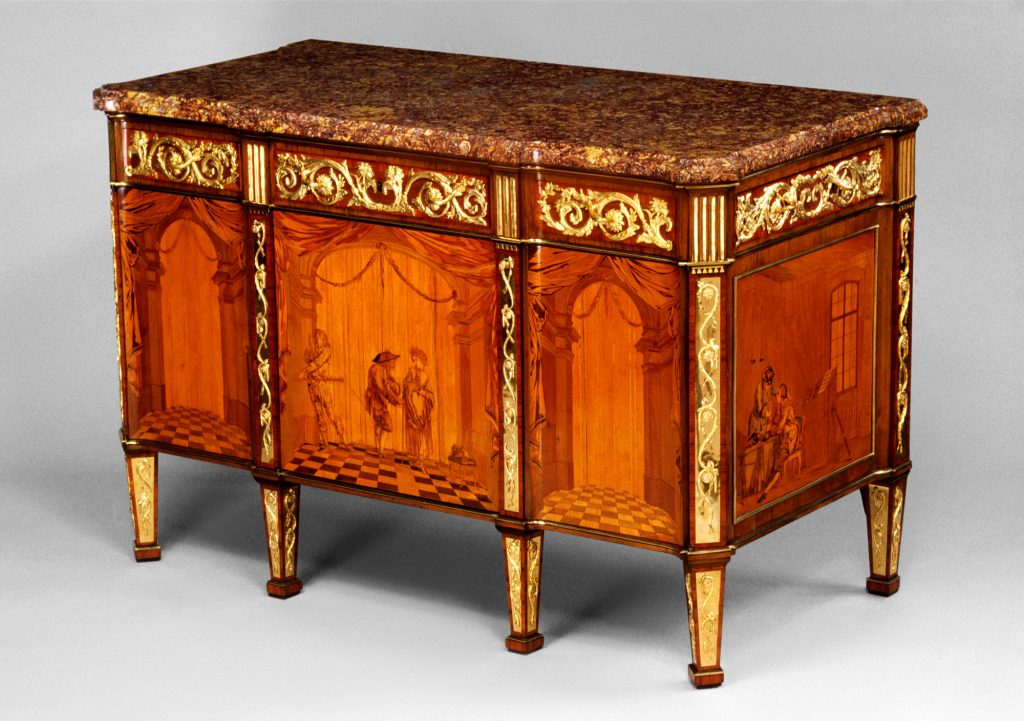 Roentgen furniture - Commode à vantaux