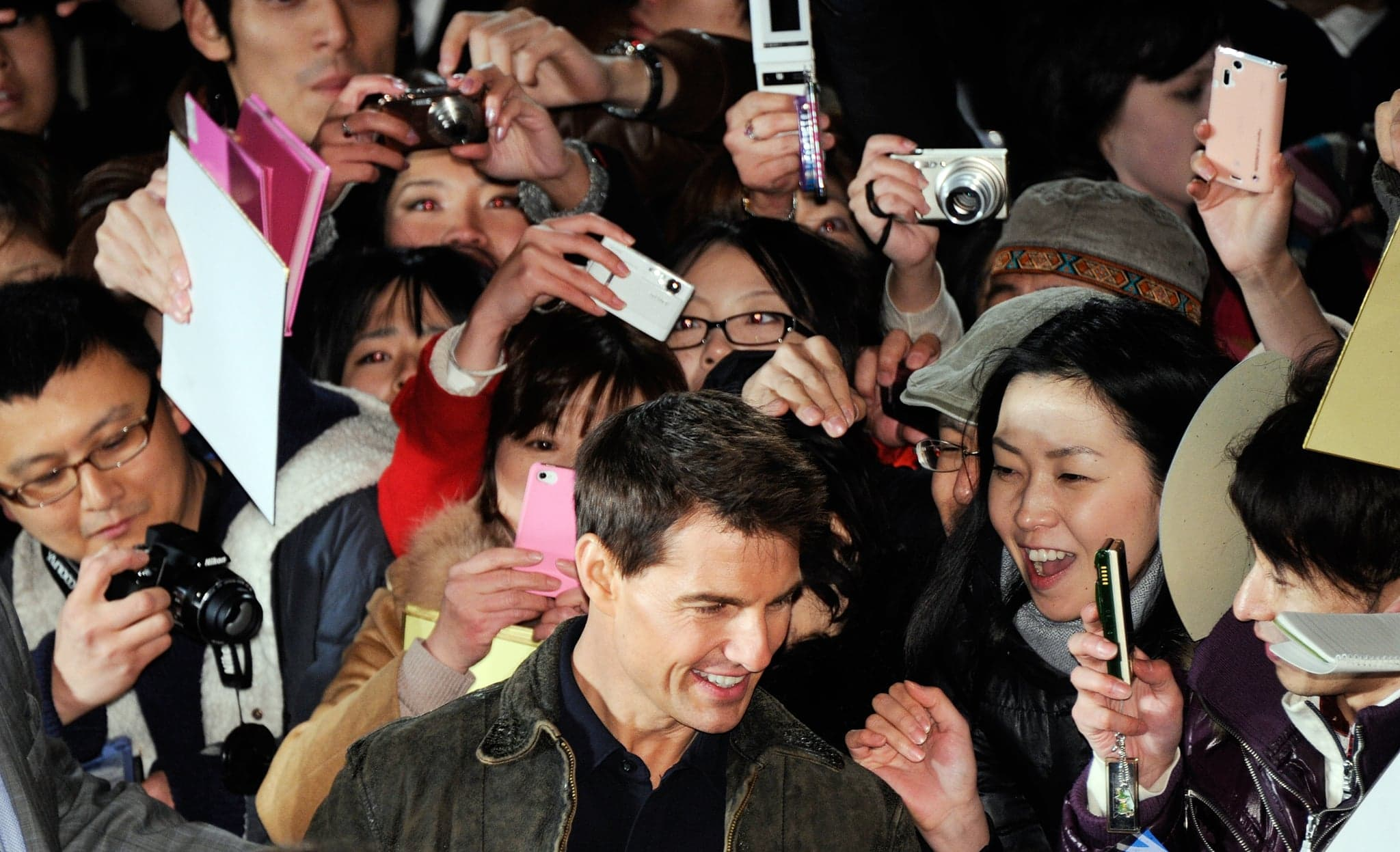 What Makes Tom Cruise Irresistible? | Cruise with fans in Japan