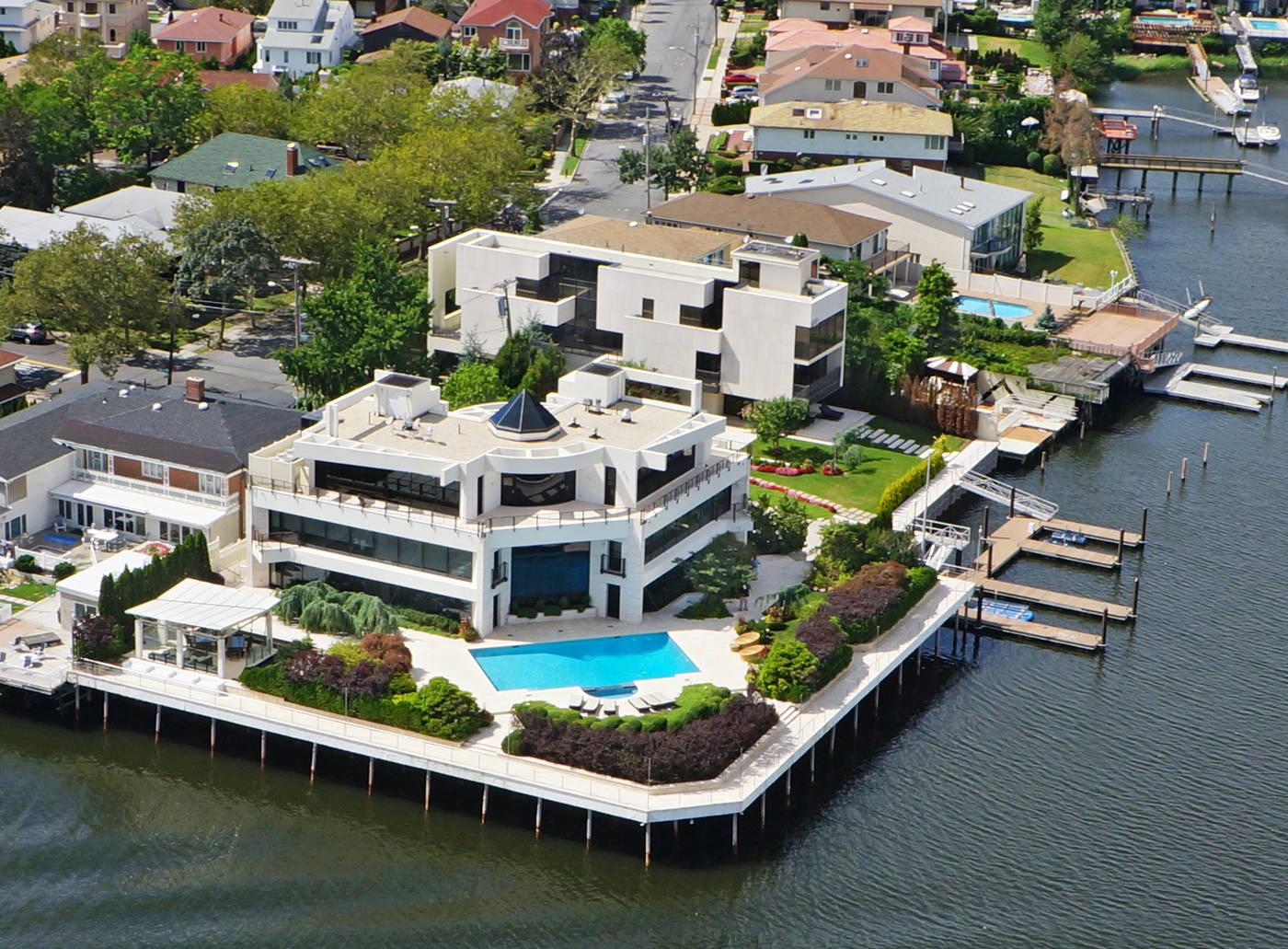 Bonkers Mill Basin mansion