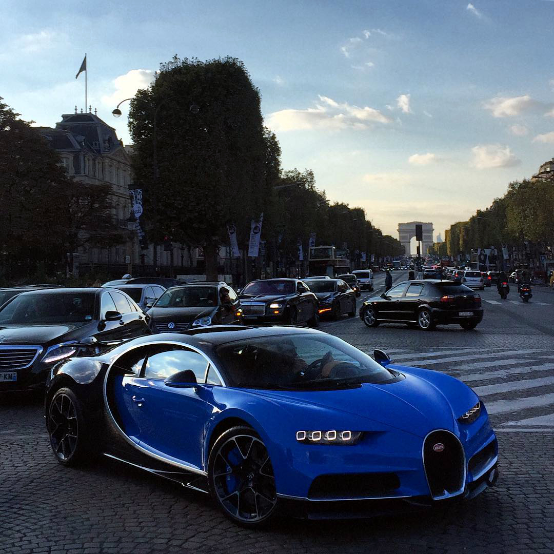bugatti-chiron-spotted-in-paris