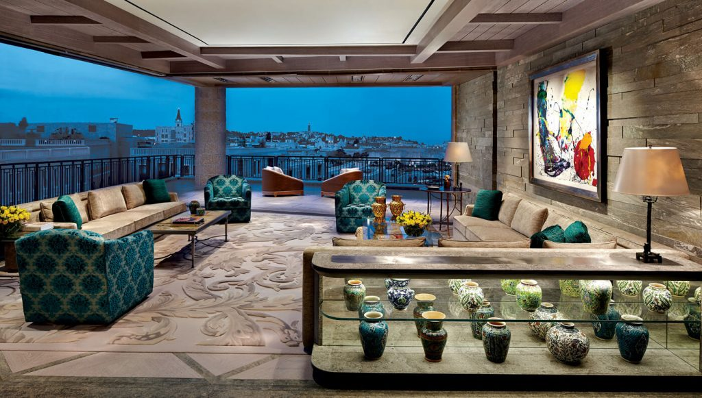 the-perfect-bachelor-pad-from-israel-is-full-of-expensive-art-26