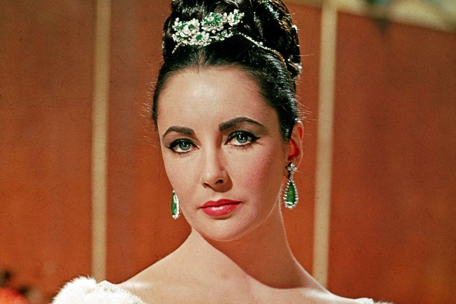 15 Most Expensive Jewelry Sold from Elizabeth Taylor Collection | #15. Emerald and Diamond Flower Brooch ($1.5 million)