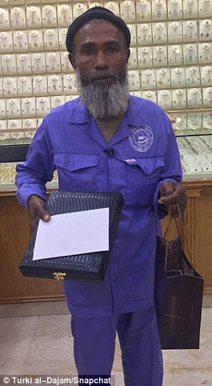 Cleaner Receives Tons of Gifts after Being Mocked for Staring at Gold Jewelry