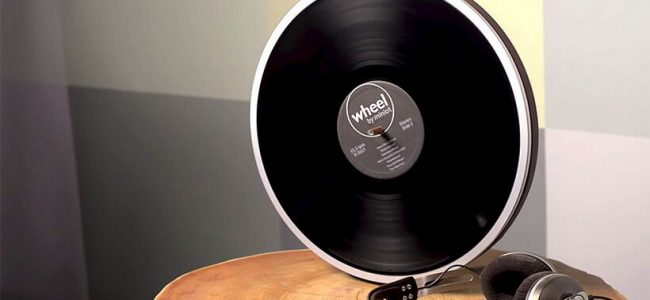 The Miniot's Wheel Minimalist Record Player is Going to Change the Way You Listen to Music (1)