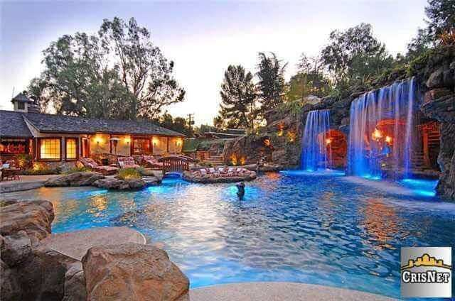 Drake's $8 Million Mansion Complete With Pool Puts Hugh Hefner's Home to Shame