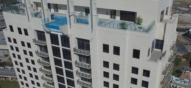 Are You Brave Enough to Swim in this Glass-Bottomed Sky Pool Located 40 Stories Above ground?
