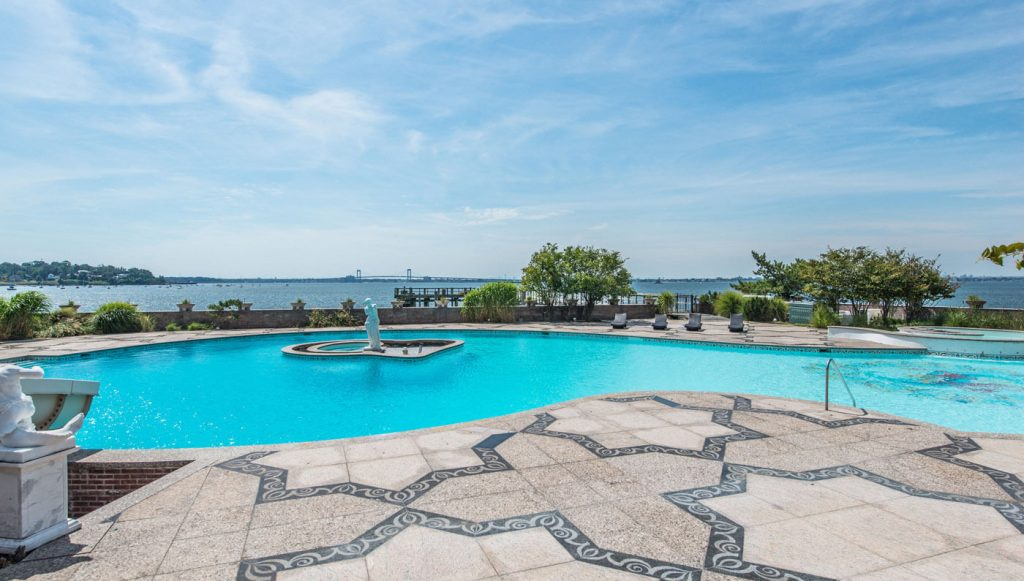This Estate that Inspired The Great Gatsby Set Design Could Be yours for $85 Million!