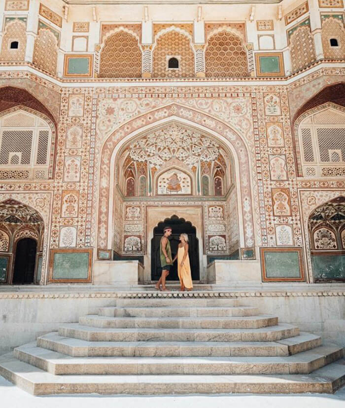 This is The Story of the Couple that Travels the World and Earns up to $9K Per Instagram Post!