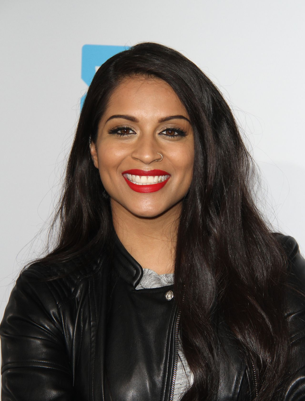 IISuperwomanII Net Worth