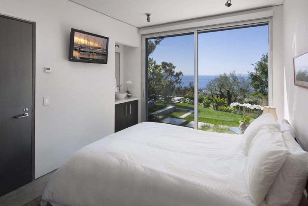 Look around inside Natalie Portman's New Home in Santa Barbara (7)