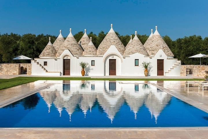 15 Most Breath-Taking Airbnb's . luxury Airbnb